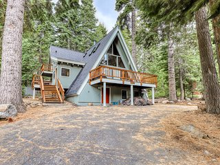 A-frame home w/large deck, game room, wood fireplace & near the ocean - dogs ok!