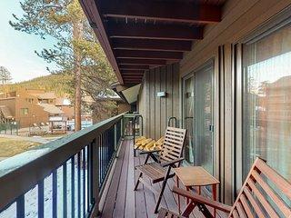 Cozy condo w/ private balcony, shared pool, & hot tub - close to golf - dogs OK!