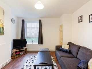 Canary Wharf 2bed Apt, 10 mins to the city!