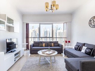 Visually Unique 1BR Apartment in JLT - Sleeps 4!
