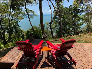 Gunnadoo Holiday Hut with ocean views surrounded by rainforest, secluded nature
