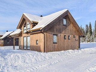 Stunning home in Sjusjoen w/ Sauna and 3 Bedrooms (N31922)