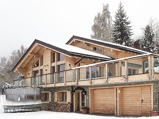 Chalet Calittum - Luxury 5-bedroom chalet with heated pool, jacuzzi and steam ro