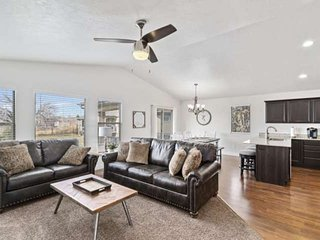 New Listing! Game Room, Less than 30 min to Sundance/Provo Canyon, Close to Park