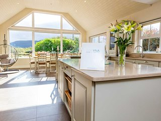 INIS - Combines elegance, comfort and space