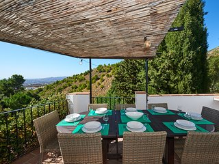 Private Villa & Pool, BBQ, Tennis and Pool table, WIFI, mins from Mijas, Views.