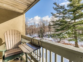 Resort condo at the base of the slopes w/ shared pools & hot tub!