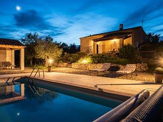 Villa avec piscine au calme sur terrain de 4700 m2 3 chambres