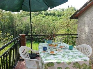 Una casetta immersa nel verde della campagna Toscana