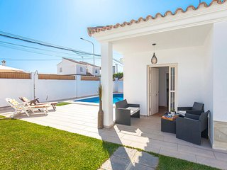 Amazing home in El Santiscal w/ Outdoor swimming pool, WiFi and Outdoor swimming