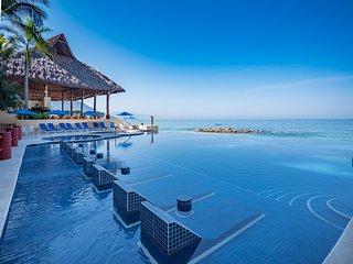 Amazing beachfront condo 3 bedrooms - 4.5 bathrooms in Puerto Vallarta