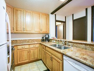 On Shuttle Route, Summer Pool and Tennis Court, Close to Sierra Golf Course