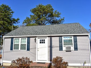 Lovely 2 bedroom completely renovated less than .5 miles to the beach