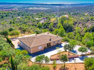 CHIC & COMFORTABLE Villa Puntiro with PRIVATE POOL, TERRACE & VIEWS