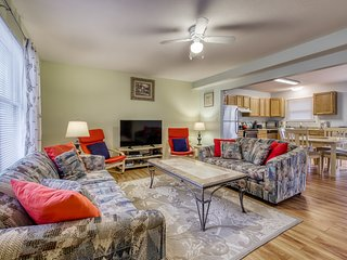Ocean City dog-friendly condo w/ cozy deck  - half mile to beach!