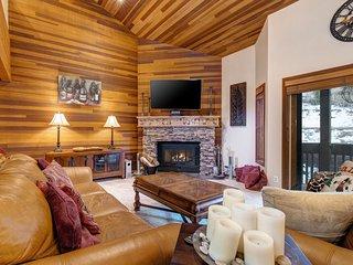 NEW LISTING! Elegant skier's paradise w/ shared pool, hot tub, sauna, & more!