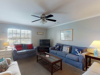 Spacious dog-friendly townhome w/ shared pool, easy beach access - close to golf