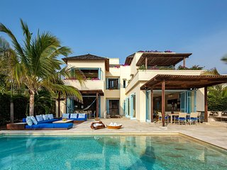 Car071-Beautiful 5 bedroom villa with pool in a beautiful condominium in Cartage
