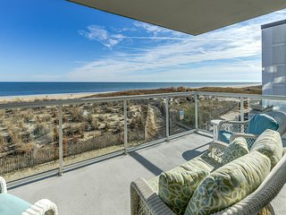 Meridian 204E - Luxury Oceanfront w/ Pool!