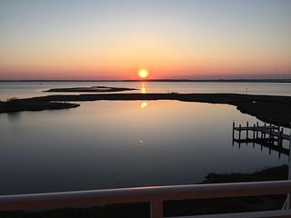Sunset Bay I 301 - Bayfront Beauty Near Seacrets!