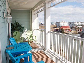 Sunset Island 4 HCW - 4F - Waterfront Condo!