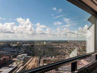 Amazing Apartment on 39th floor 774