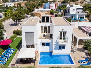 VENTUS Modern villa, private pool, games room, AC, free WiFi