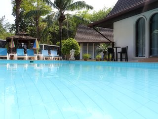 Chalong Palm Residence: Pool, chef, maid, breakfast. Perfect for groups/families