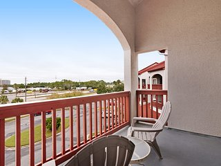 Swimming pools, shuffleboard, tennis, steps to the beach! Snowbirds welcome!