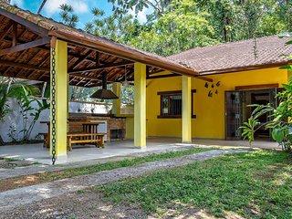 Casa arborizada em Boicucanga a 400m da praia