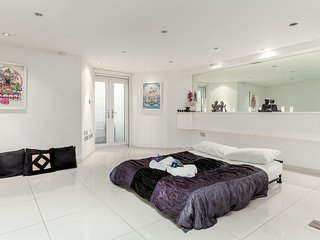 Relaxing Hammersmith Studio - MAL1