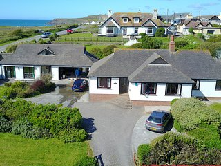 Bungalow with sea views, annex and games room