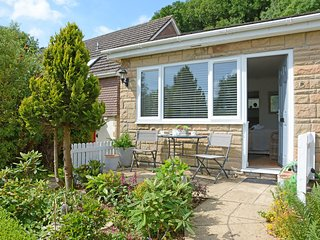 Char Heights, stylish studio for couples with parking, close to Jurassic Coast