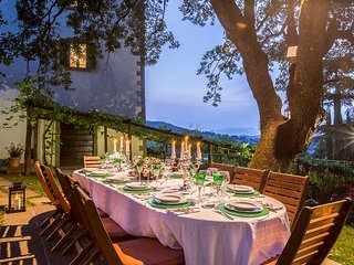 Private Tuscany villa for 12 persons in 6 bedrooms. Pool, A/C, Jacuzzi, Palazzo