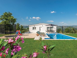 Amazing home in Grubine w/ Outdoor swimming pool, WiFi and 3 Bedrooms (CDC353)