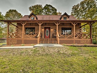 NEW! Dover Log Cabin w/Back Deck, Grill & Fire Pit