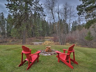 NEW! Riverfront Cabin w/View of Glacier Nat'l Park