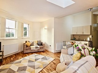 The Whitstable Retreat - Immaculate pet friendly apartment located just a short