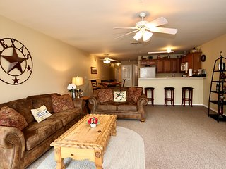 River Run at Waterwheel! Great Location- Walk to Schlitterbahn! 2BDR/2BTH!