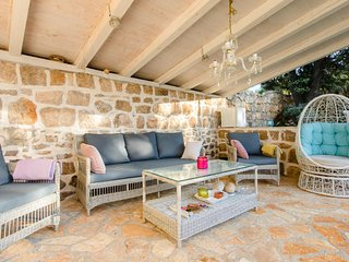 Mitrovici Villa Sleeps 4 with Pool Air Con and WiFi - 5639333