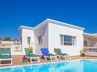 Puerto Calero Villa Sleeps 8 with Pool Air Con and WiFi - 5809737
