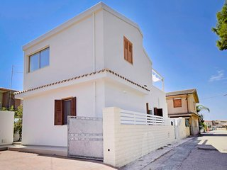 2 bedroom Apartment with Air Con, WiFi and Walk to Beach & Shops - 5712726