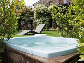 Le Case Villa Sleeps 8 with Pool and WiFi - 5762554