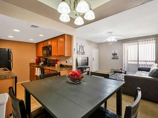 Close to Old Town Scottsdale, Dining & More! Dog Friendly, Mins to ASU Campus, 1