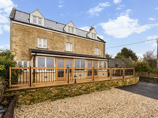 Spacious 4 bed Home with Fabulous Cotswold views