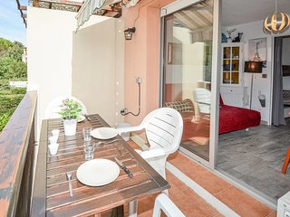 Awesome apartment in Sausset-les-Pins w/  (FPB405)