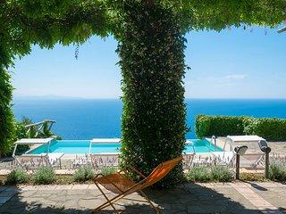 Villa Raffaella with Private Pool, Sea View, Parking and Garden