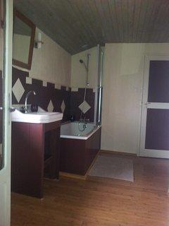 Salle de bain et wc séparé à l'étage