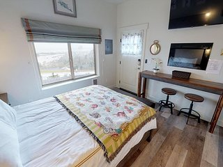 Enjoy Panoramic Ocean & River Views From This Beautiful Pacific City Studio!