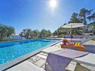 VILLA DEA, A/C Large Pool BBQ Kids Play Area Gym Sauna BVolley near Cinque Terre